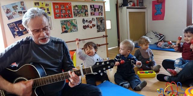 Francis et sa guitare